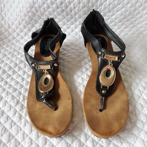 EUC Hold Black Wedge Sandals